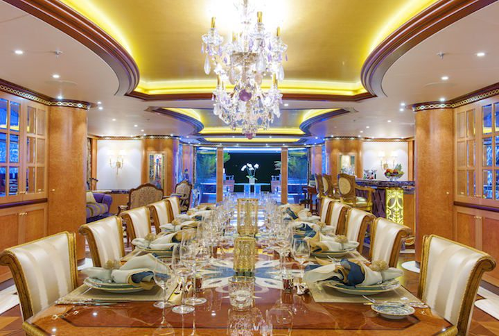 Dinning-luxury-private-yacht-vip