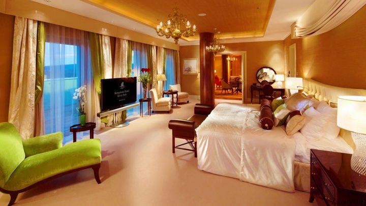 Kempinski-Hotel-River-Park-BratislavaPresidential-Suitebedroom-1920x1080