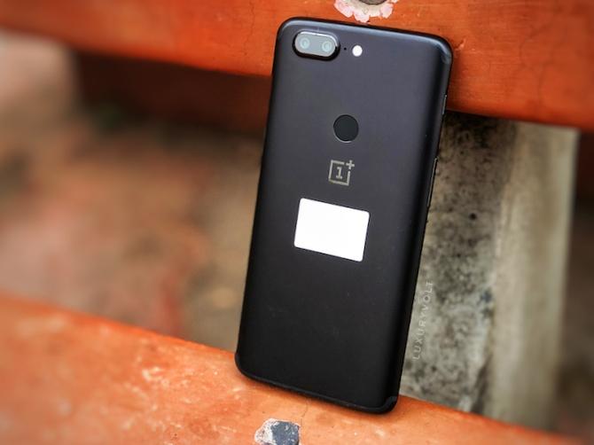 Finger print sensor at the back of OnePlus 5T