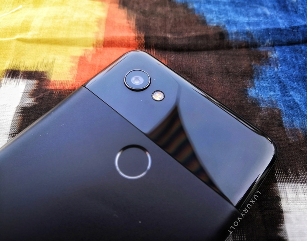 Even though there's no dual-camera setup here, the mono 12.2-megapixel rear camera unit that works on f/1.8 aperture is an excellent everyday performer.